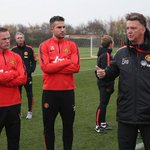 Manchester United manager Louis van Gaal says Robin van Persies confidence is low http://t.co/0WQFGkcpJd http://t.co/rbchj1dBRB