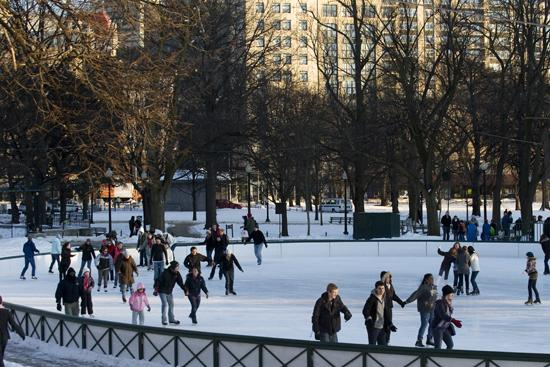 Ice skating on Boston Common is open today thru 10pm! @boscomfrogpond http://t.co/QP02aM016G