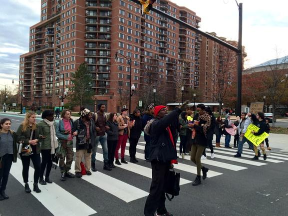 #DCFerguson has shut down S Hayes St in front of the Pentagon City Mall. ACPD getting itchy. http://t.co/xJkTe97rVx