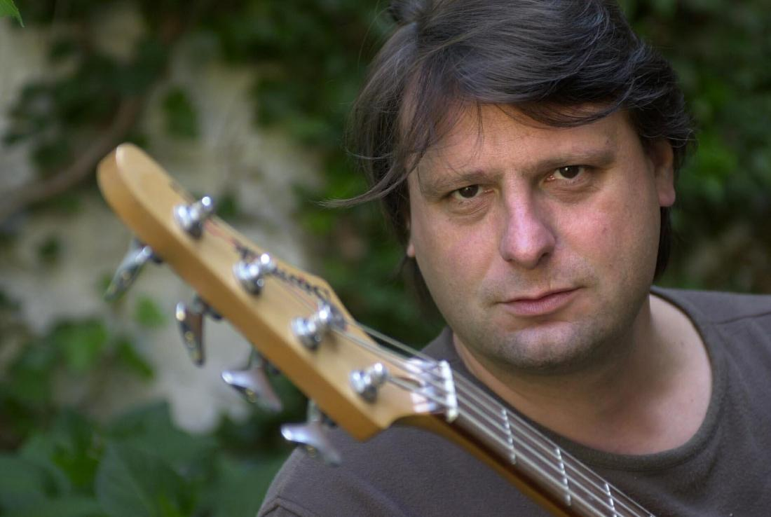 Gorki-zanger Luc De Vos overleden http://t.co/OiX1u1pYVy #destandaard http://t.co/apkKhxycqZ