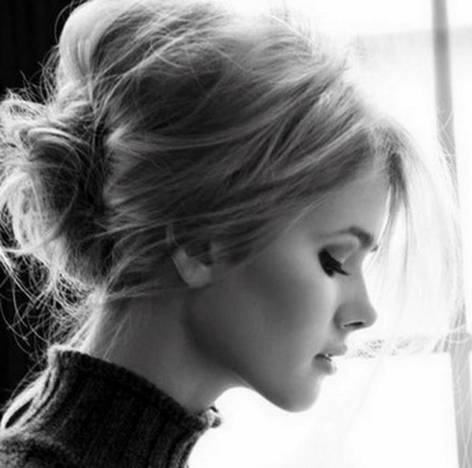 ¿Tienes un evento y no tienes idea que hacer con tu pelo? Aplica el messy updo es un #Trend #ELLEbeauty #BeautyTips http://t.co/CdZaDk3Q6c