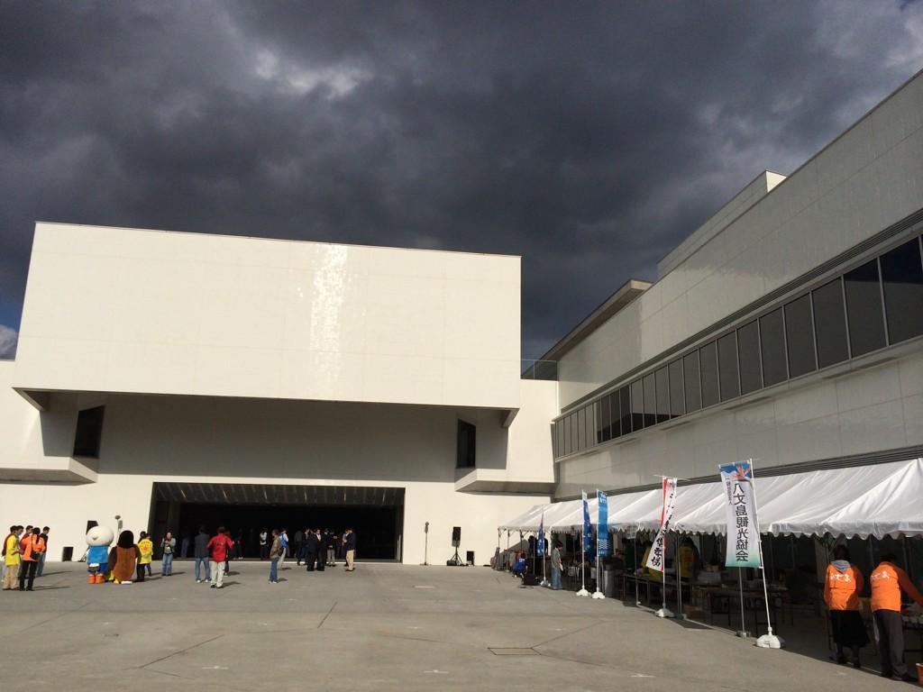 安住紳一郎の日曜天国八丈島から公開放送始まりました! #8jo #nichiten http://t.co/pPY7jvwd4c