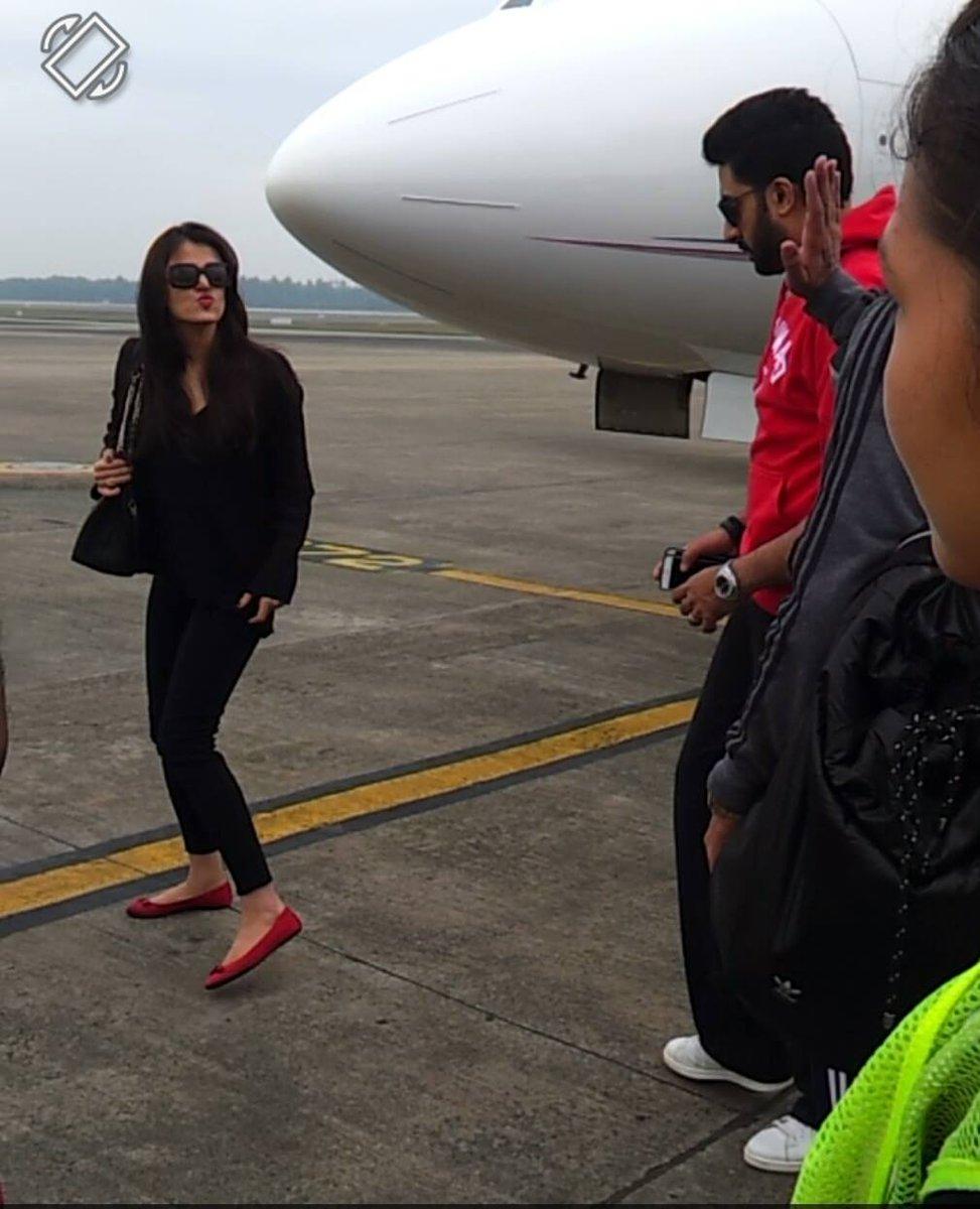 Aishwarya and Abhishek at Cochin airport this morning http://t.co/g6QhDWjtQ9