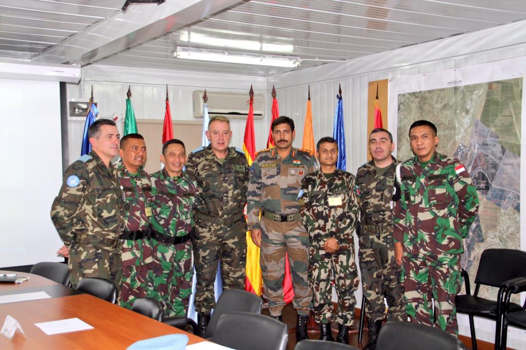 Jefe Brigada Sector Este #UNIFIL, general Ruiz Olmos, se reúne con los jefes de sus principales unidades subordinadas http://t.co/TSYb7paRJf