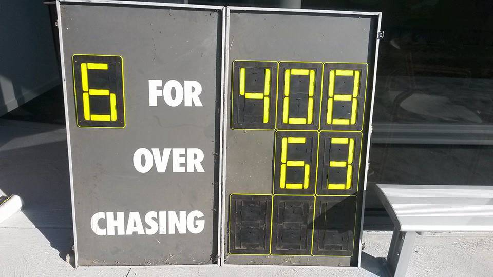 Local captain retires at this exact moment to honour #PhillipHughes http://t.co/uuZKcIA3FW #Ballarat @CricketAus http://t.co/9TAxMjJZan