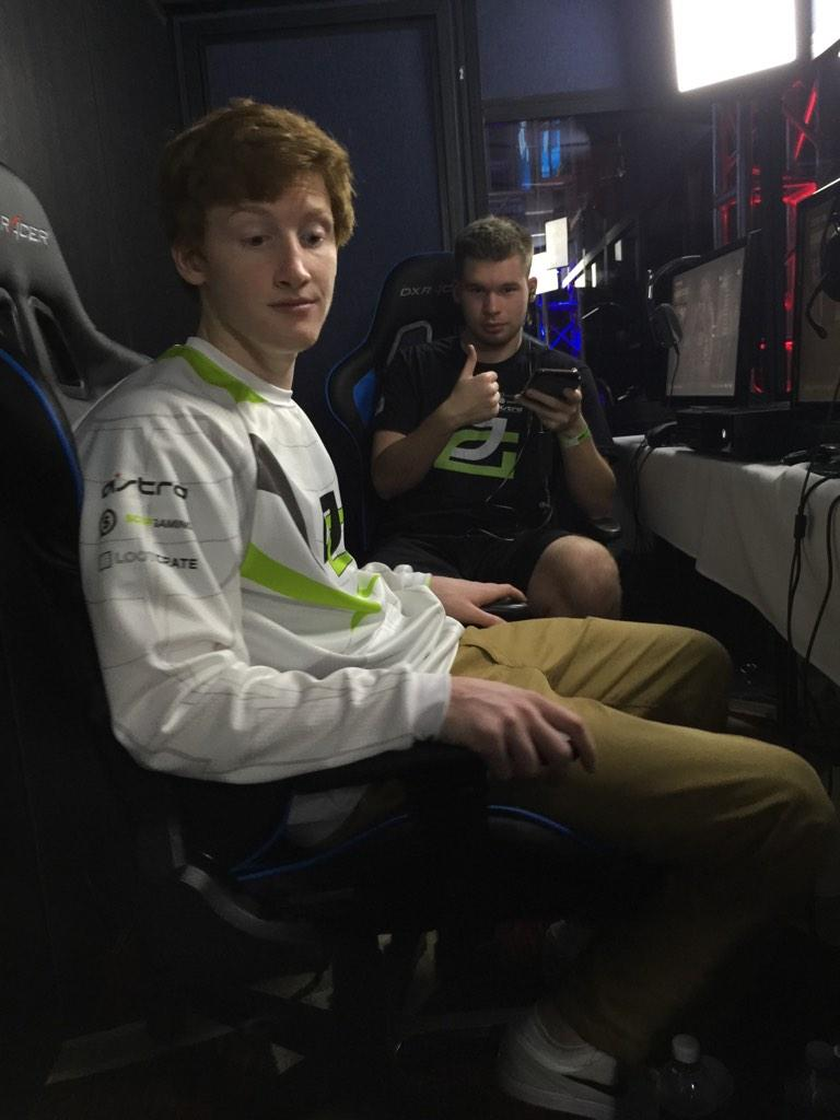 Scump lost his phone, RT to help him find it http://t.co/6i3J2c4dQP