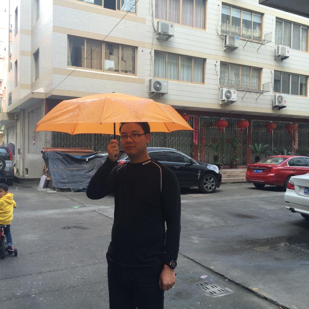为香港加油。台湾赢了,你们也一定会赢。 #OccupyCentral http://t.co/Ga4bclV3UU