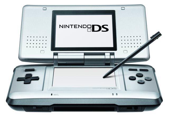 10年前の今日発売されたゲーム機です。ご確認ください。 http://t.co/tWQc04ityj