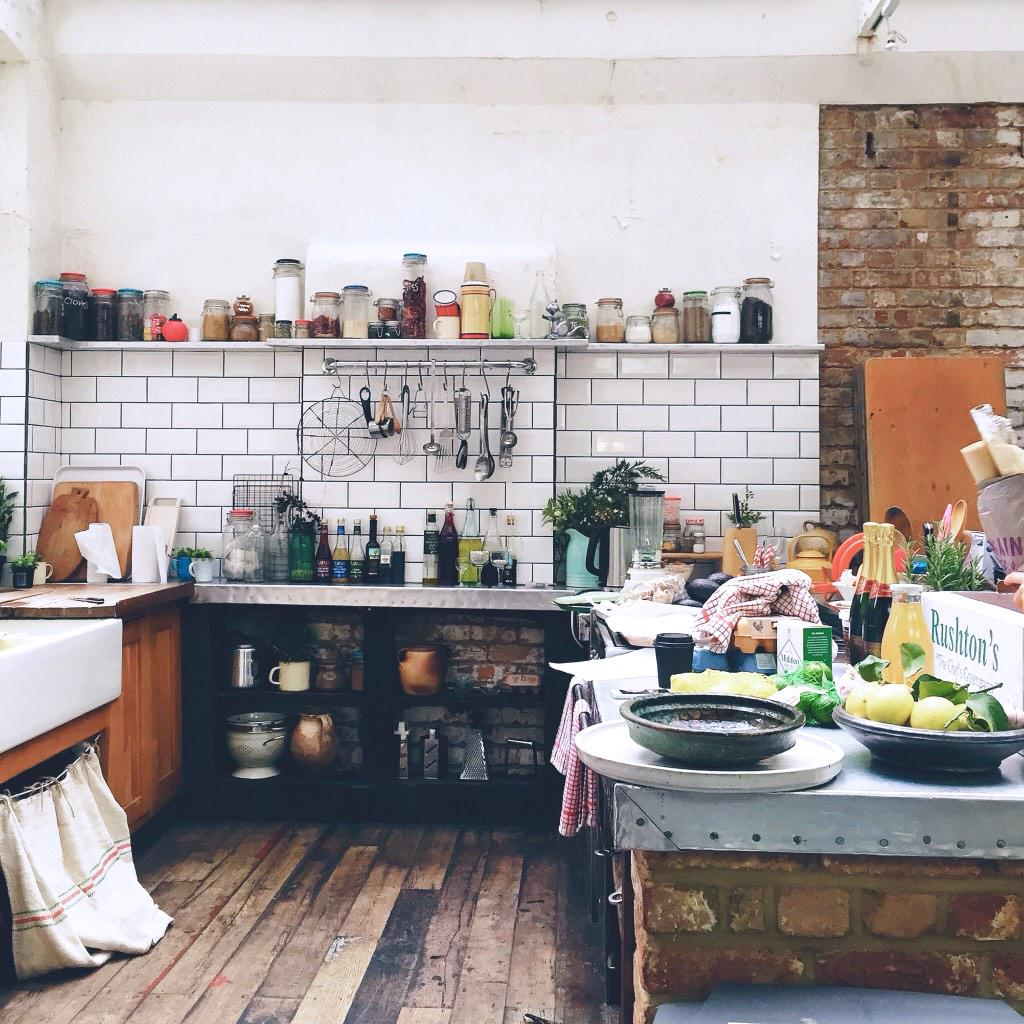 Touring the test kitchens of @JamieOliverCom @jamieoliver &@JamiesFoodTube today. Beyond inspiring. http://t.co/A6dynDs8sm
