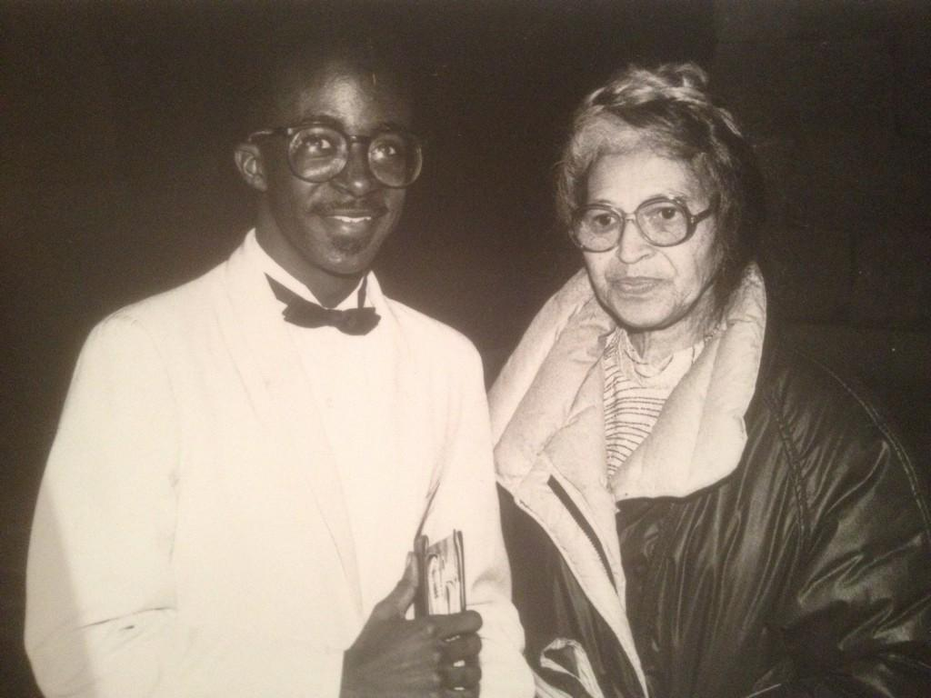 59 years ago today, #RosaParks took a stand by keeping her seat. Honored to meet her early in my journalism career. http://t.co/aSUq8qkTeE