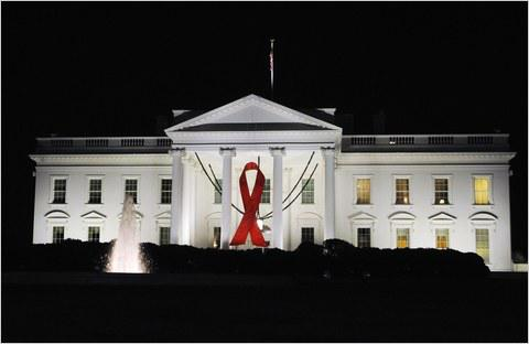 This is what the @WhiteHouse looks like this morning. #WorldAidsDay http://t.co/hCm2eMrdqf