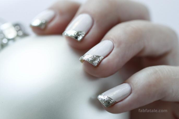 christmas ornament nail art featuring @essie winter, today at http://t.co/d2mzfhIvvq happy #ManicureMonday http://t.co/A6zIUD5cWI