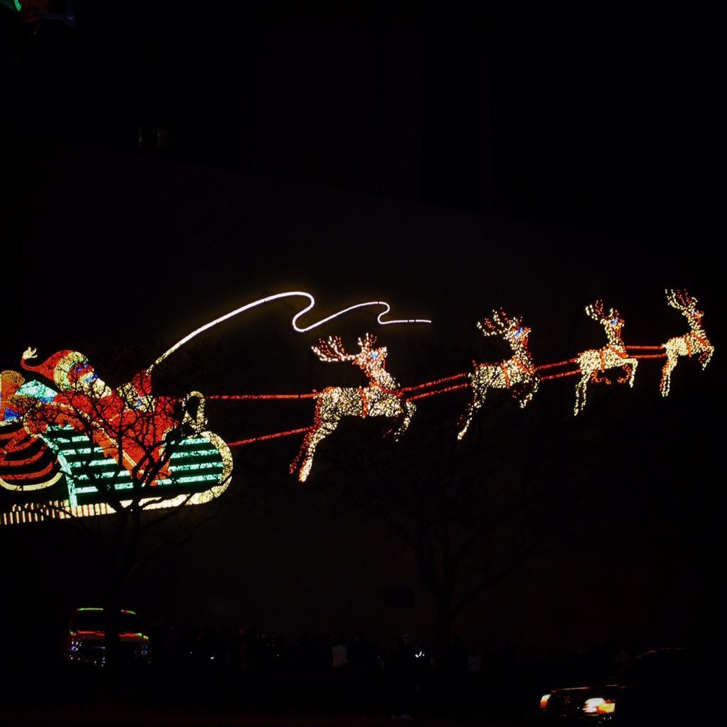 My beautiful town, in Christmas lights: @fwdid @21AliveWPTA @HOT1079 @VisitFortWayne #FortWayne http://t.co/sSOWYT1twP