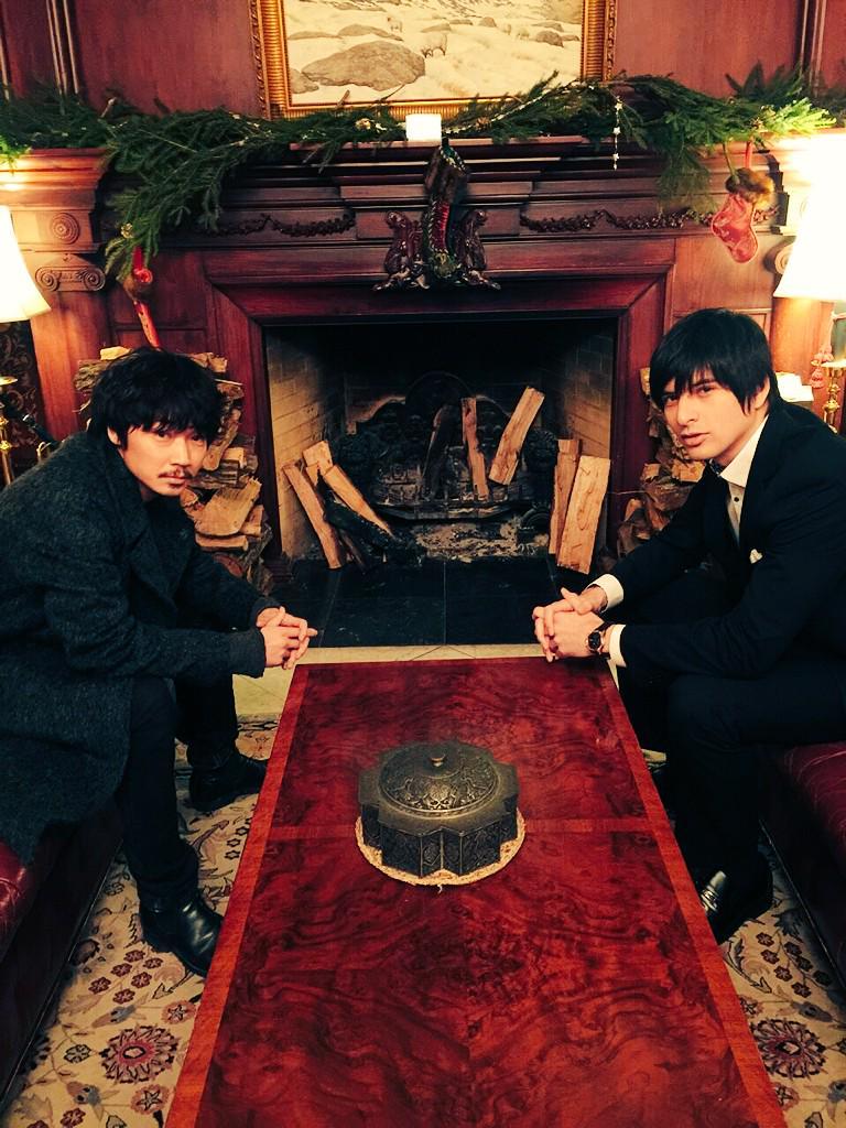 「すべてがFになる」この後9時から。観てね( ´∀`)はい、犀川先生と塙社長の貴重なツーショット。座り方から、手の形まで