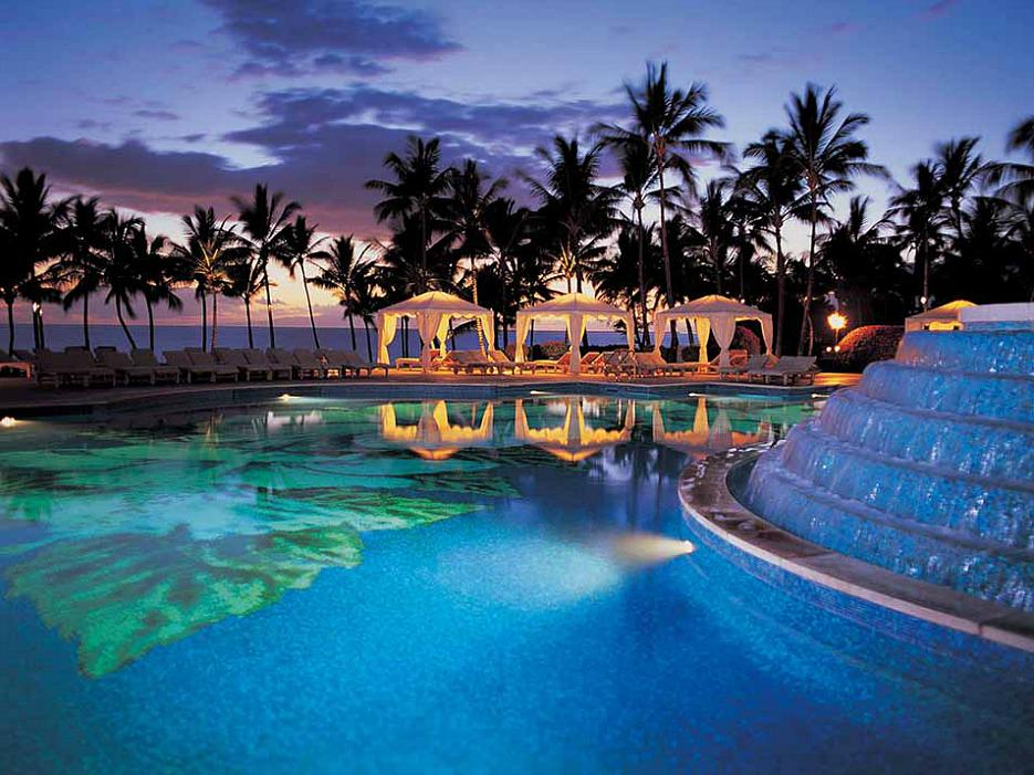 Here's proof you'll find the best hotel pools in the world in Hawaii: @GrandWailea @FSMaui