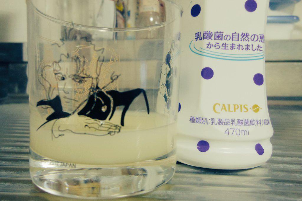 カルピスの原液の量、花京院が丁度良い量を示してくれるからありがたい。 http://t.co/c9l5cODokk