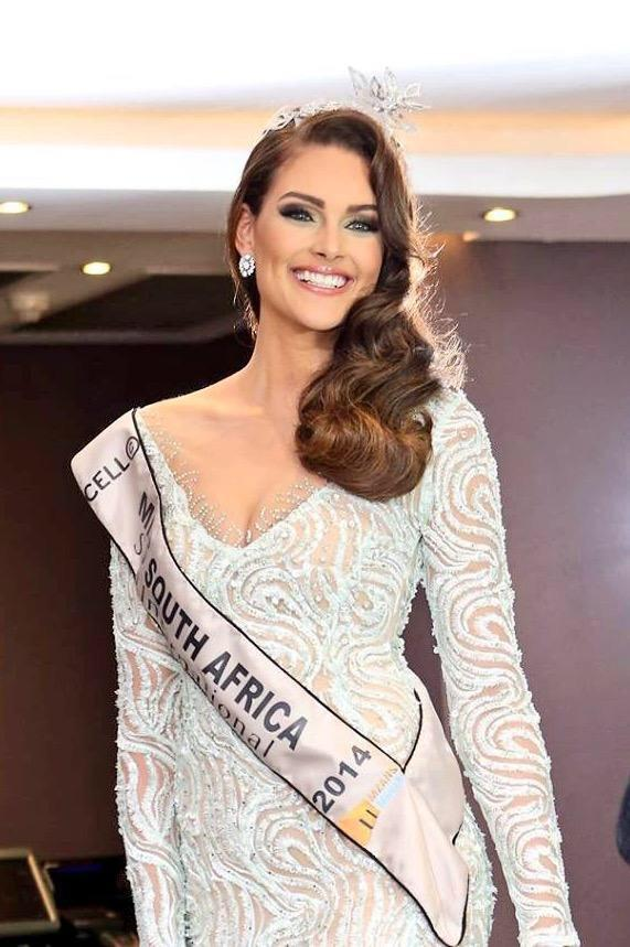 Congrats to Miss SA for representing us with so pride,style and dignity! #BeautyWithACause @RoleneStrauss #MissWorld http://t.co/f7yI8tHZSj