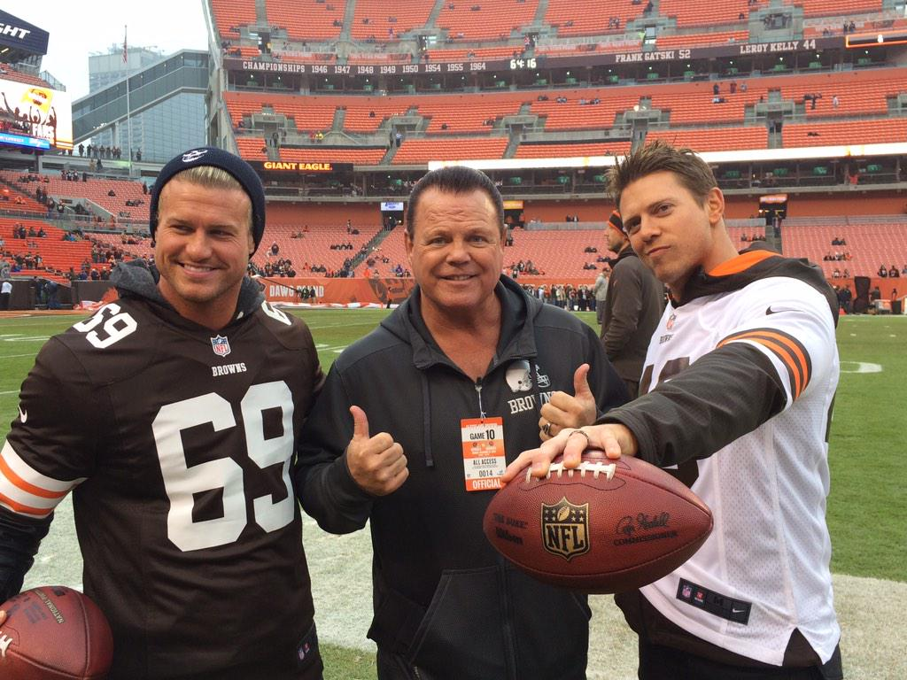 Before they take the ring for #WWETLC, @HEELZiggler, @mikethemiz & @JerryLawler took the field for the @Browns game! http://t.co/75yQZzAIfM