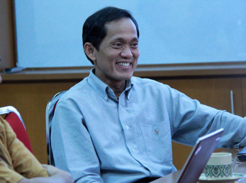 Rektor baru Institut Teknologi Bandung, Prof.Kadarsah Suryadi, http://t.co/xfToqr2hwT