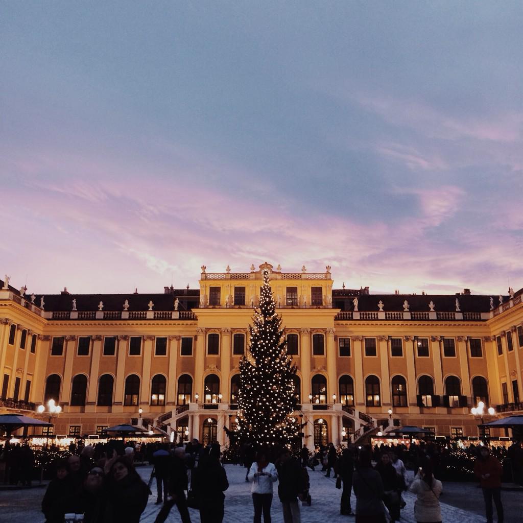 Magical market at #SchonbrunnPalace #austria #vikingsocial #travel http://t.co/zSHfVm4J2F