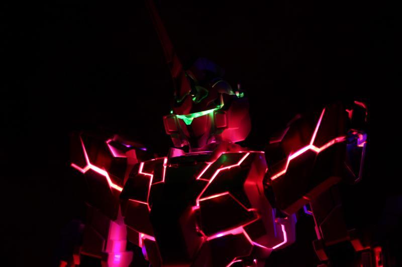 暗い部屋でPGユニコーン光らせるとめっちゃシビれるのでみんな、PGユニコーンとLEDユニット買いましょう。  http://t.co/9iVW4ELIt8  http://t.co/3aTzEekVHf http://t.co/V9sreyLotk