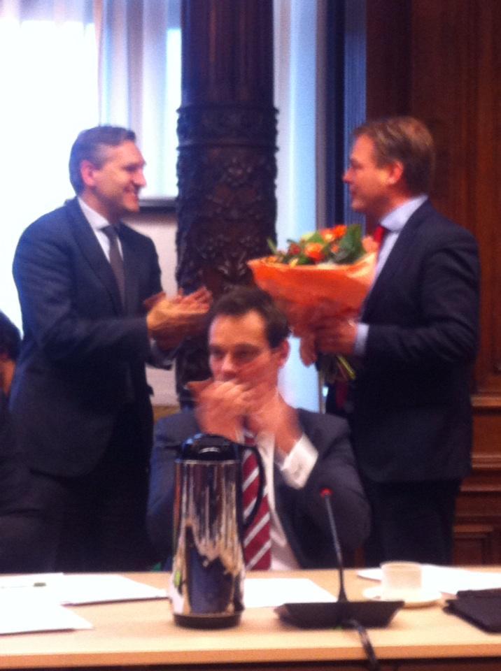 Heel trots om onze @PieterOmtzigt en @sybrandbuma. Nummers 1 & 3 politicus vh jaar parlementaire pers. #CDA http://t.co/5CxSprpTLb