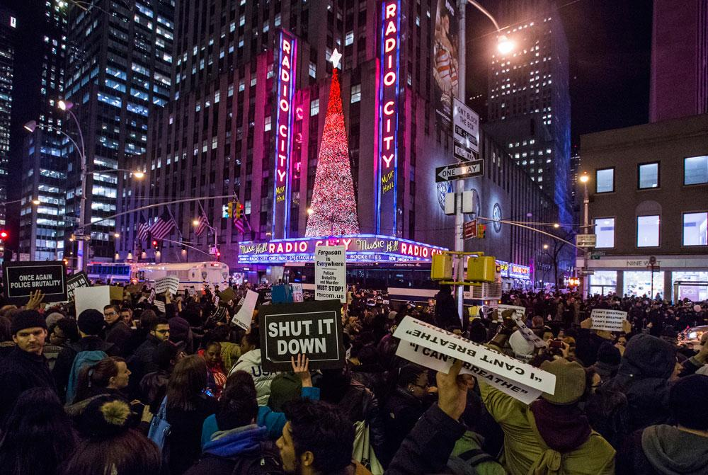 New Yorkers Surge Into the Streets, Demanding Justice for #EricGarner http://t.co/w1evPLukWY http://t.co/jTgwJKj6AO