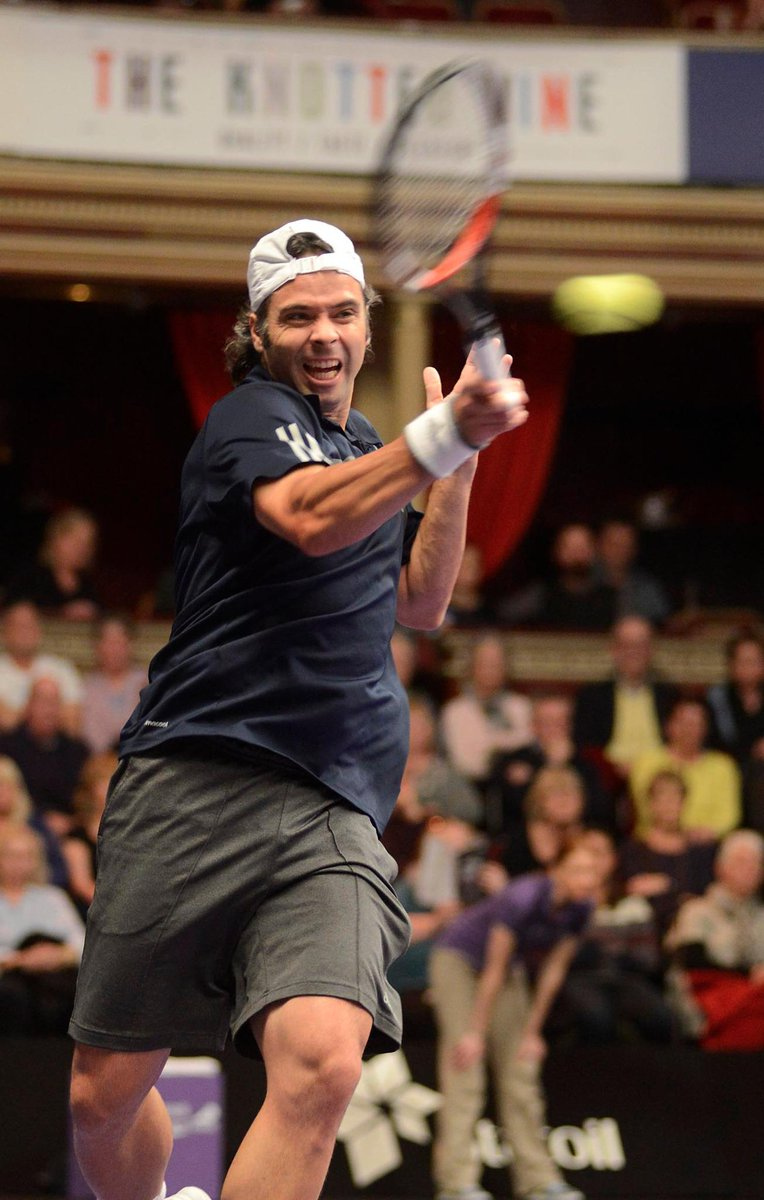 .@elfergonzalez beats Enqvist 6-4, 6-3 in his first singles match here at the .@RoyalAlbertHall Congrats Fernando. http://t.co/u46X77T7zC