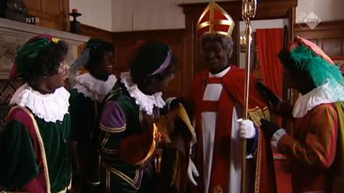 Zwarte Sint in Sinterklaasjournaal http://t.co/4f1ha2VKxr http://t.co/qmUOZdb68O