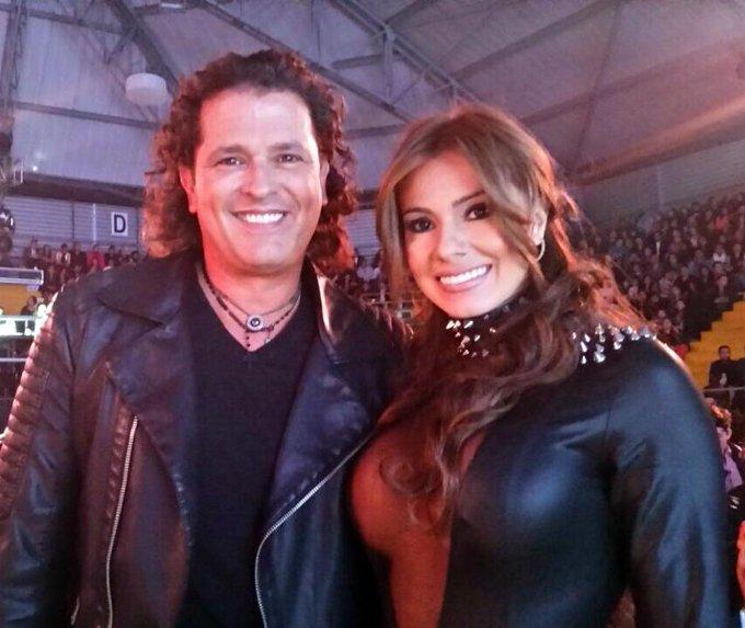 Una foto bien bonita junto al genial @carlosvives durante la entrega de los premios @ShockCo :) http://t