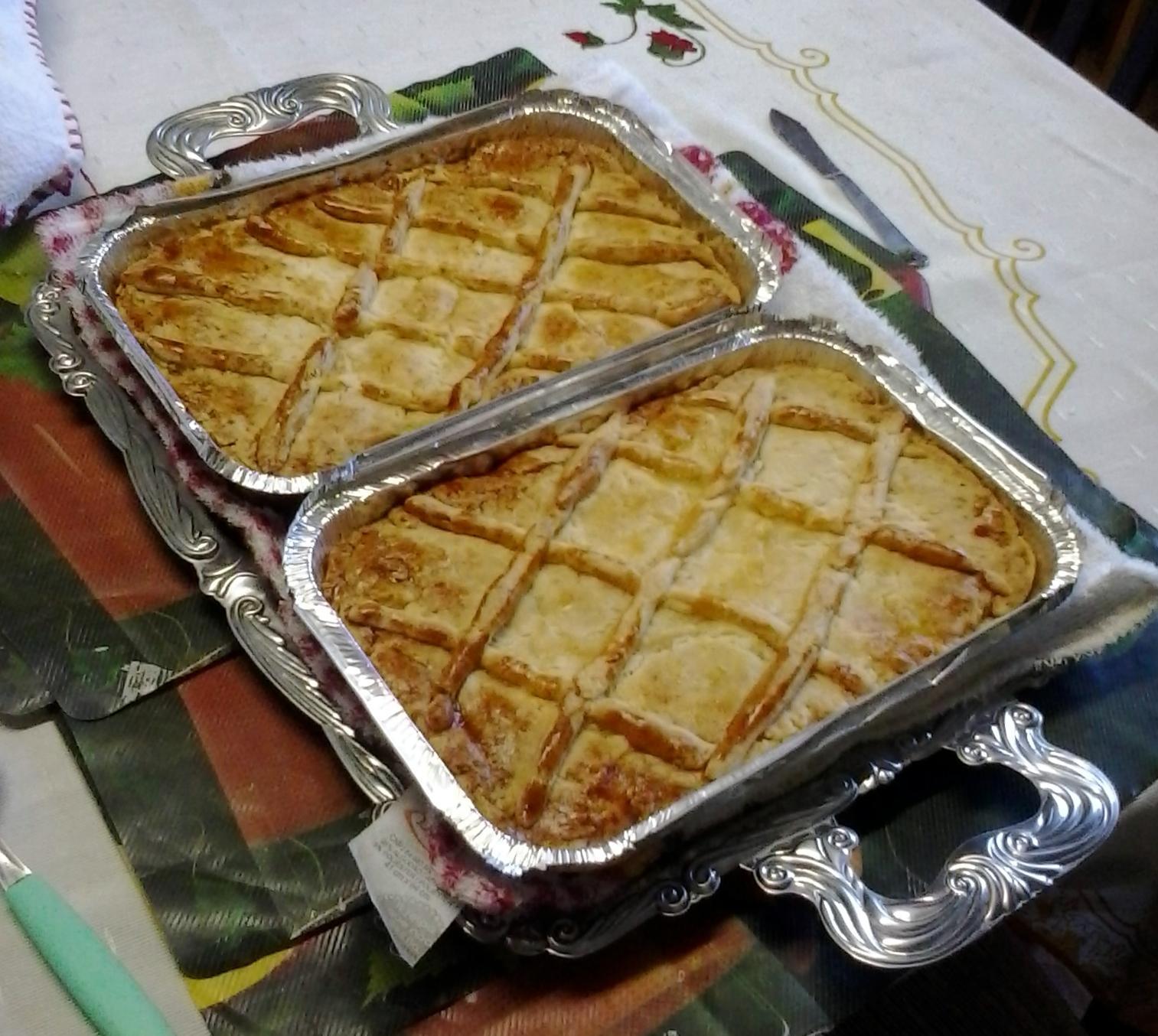 Feriado! O que você comer? Lasanha, almondegas, empadão ou escondinho de carne seca. Aqueça o forno e ligue 34339454 http://t.co/HqsyeGNQyi