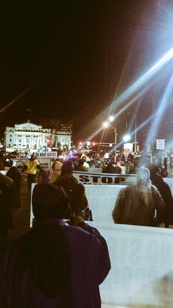 Shutting down Newark #NoJusticeNoPeace #EricGarner #BlackLivesMatter #MikeBrown http://t.co/BHmLwdCJHW