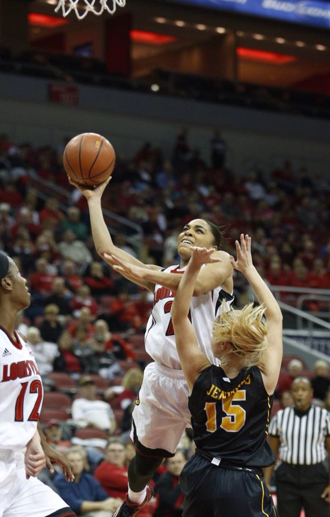 .@UofLWBB's @Bri_Smith_3 goes up hard and gets the basket but no foul called. #L1C4 http://t.co/ZTTWnvXBWb