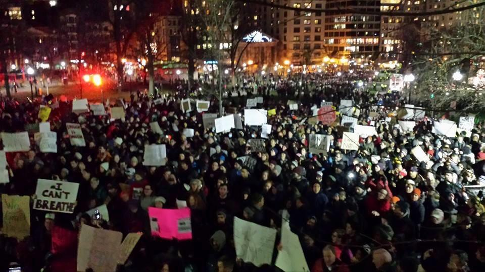 Protests for Eric Garner happening in Boston right now. #ICantBreathe (via @laynemorgan) http://t.co/Ry9utLq8DI