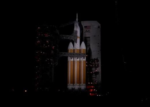 The @ulalaunch Delta IV with @NASA_Orion for #Orion #EFT1 at CCAFS SLC-37B, moments ago. Launch NET 7:05 a.m. ET. http://t.co/AU4i1v7mlf