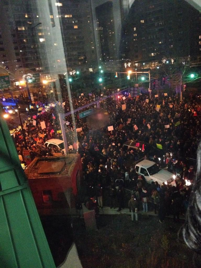We got 1000s out here in #Boston! #ShutItDown #ICantBreathe #BlackLivesMatter#EricGarner  (via @gotrevolution) http://t.co/qKaBYUFRix