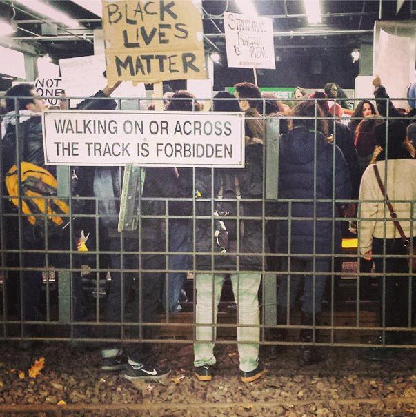 Holy crap! Amazing photo of transit system tonight in Boston shut down by protesters! #shutitdownboston http://t.co/WHhSXJtHrP