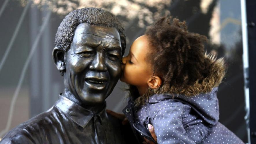 This was the most precious shot ever, made me shed a tear! #rememberingMadiba http://t.co/tYFhN2bwOi