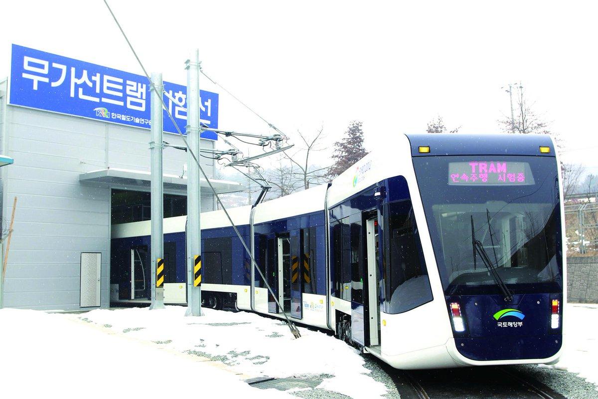 대전도시철도 2호선의 건설방식이 노면전철 트램으로 최종 결정됐습니다. 오랜 기간 숙고하고 어렵게 결정한만큼 미래 대전의 대중교통체계 구축을 위해 최선을 다하겠습니다.http://t.co/MisRLSBGcb http://t.co/nBeV1eCopx
