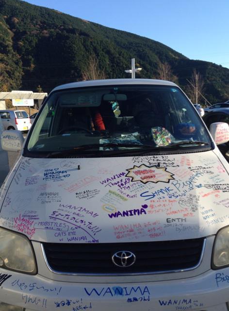 痛車でひとり松山に向かってます。一時離脱しているスタッフのリセイに殺意を覚えたのでSAに入りしました。 http://t.co/98bodM6lFr
