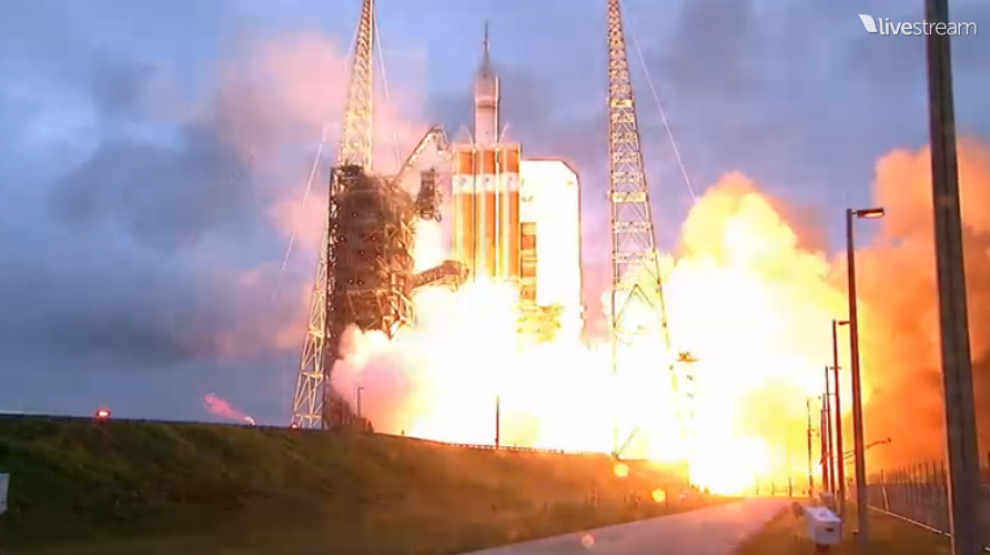 Here's a view of the liftoff of #Orion aboard a Delta 4-Heavy! Watch the mission live: http://t.co/TWHUKFIKT8 http://t.co/ID6VUmsTK6