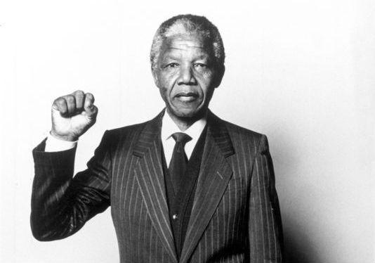 Il y a un an, Madiba s'est éteint http://t.co/CWmENX97IX // http://t.co/MVWfuJ7GJy