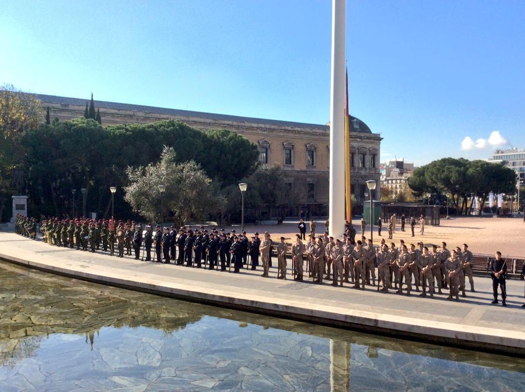 Ensayo en plaza Colón Izado Bandera.Te esperamos mañana  #DiadelaConstitucion sábado 6DIC-10h @Congreso_Es @Senadoesp http://t.co/Qh1BSwmopt