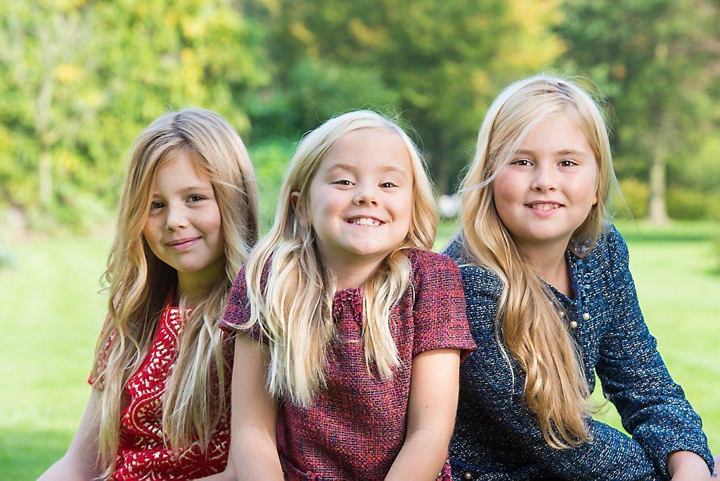 RD.nl (@refdag): Wat een prachtfoto's. RVD zet nieuwe foto's prinsesjes online http://t.co/JhKIT8V8bc http://t.co/arFjK7zf6n