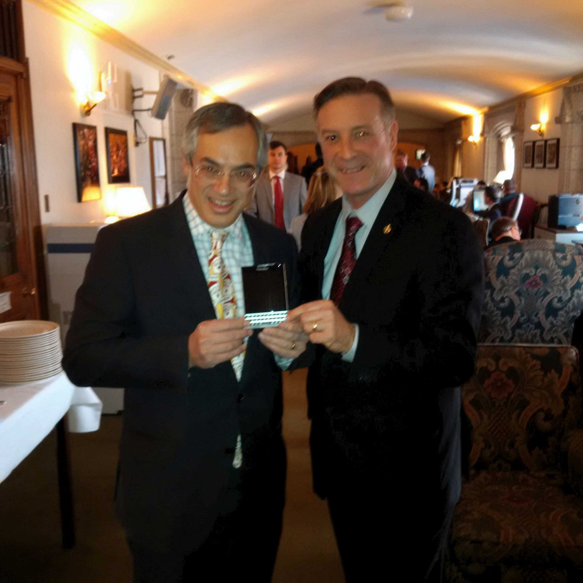 With @TonyclementCPC, President of the Treasury Board, posing with his new @BlackBerry Passport. Says he loves it! http://t.co/n6sEx3DCai