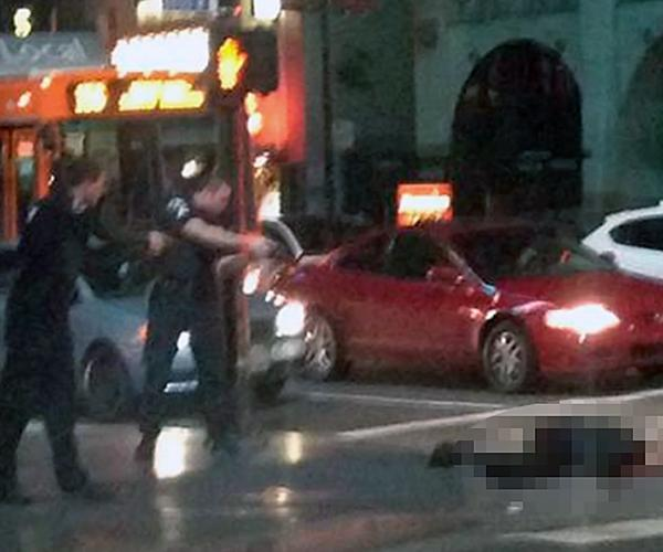 MT @KTLA: BREAKING: Man allegedly armed w/ deadly weapon shot by police @ Hollywood & Highland http://t.co/lKmmtgaNse http://t.co/qGmIEHdo6e