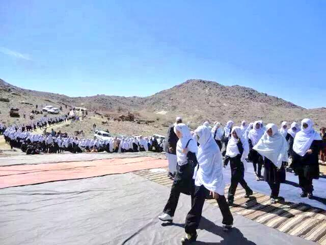#AfghanistanYouNeverSee on their way to school, Central Afghanistan. http://t.co/jOSrdvmR9t
