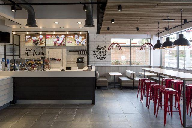 หน้าตาร้าน KFC โฉมใหม่ในอังกฤษ ยังกับ Starbucks ในมีนาคมปีหน้าทั้ง 870 สาขาที่อังกฤษจะตกแต่งแนวนี้ทั้งหมด http://t.co/Ln74zftI74
