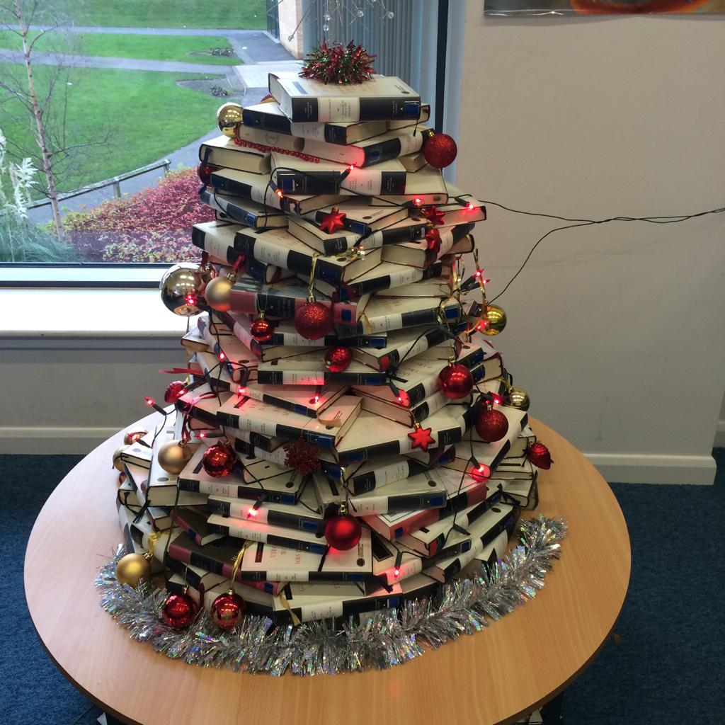 Our school library Christmas tree http://t.co/Fk36t9dPXF