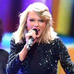 Taylor Swift wasn't afraid to hit the Jingle Ball stage, even though she had  laryngitis! http://t.co/ysBfMNc4O4 http://t.co/Off2TRi8Ab